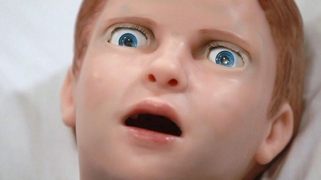 Assim como qualquer criança, Pediatric Hal morre de medo de agulhas (Foto: Gaumard Scientific/via BBC News Brasil)