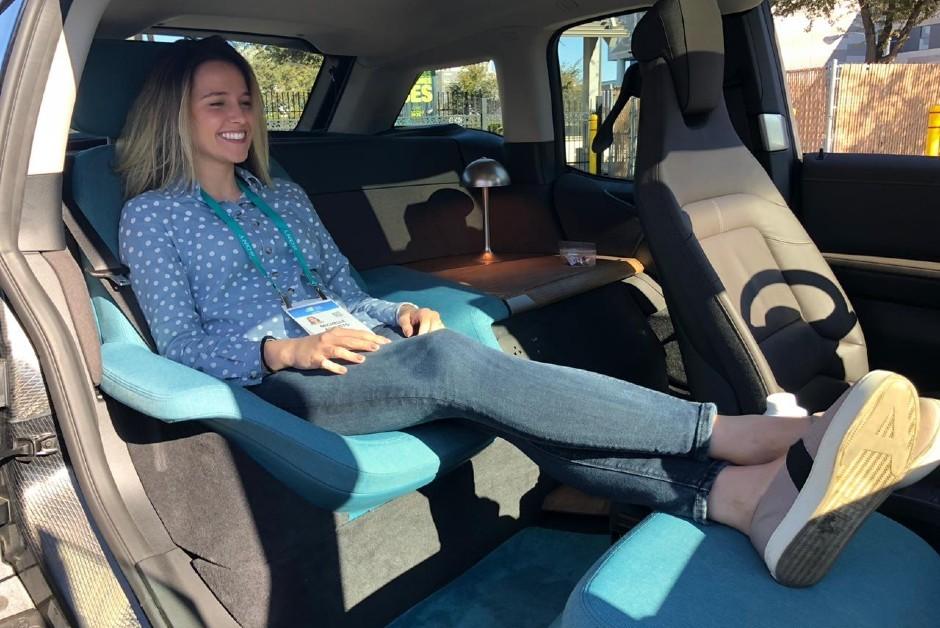 O BMW i3 oferece conforto na hora de assistir a uma série da Netflix (Foto: Divulgação)