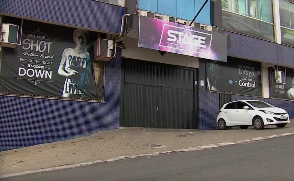 Local onde duas pessoas foram mortas na madrugada de quarta-feira (2), em Gravataí (Foto: Reprodução/RBS TV)