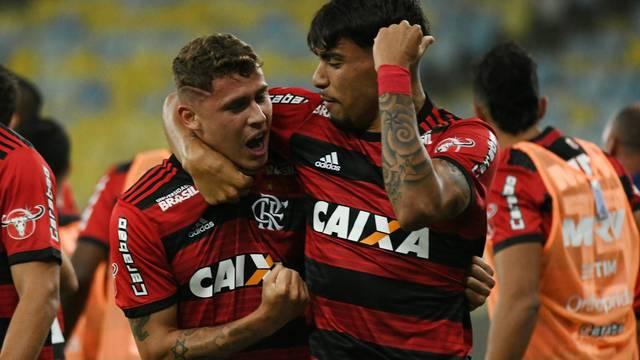 Savio e Paquetá decidiram o jogo no Maracanã