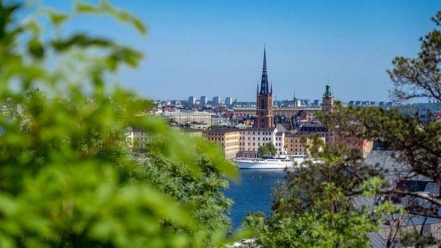 A Suécia é conhecida por ser um lugar onde um bom balanço entre vida pessoal e profissional é possível (Foto: BENOÎT DERRIER/BBC News)