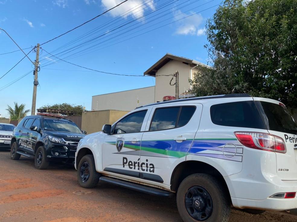 Equipes da Polícia Civil e da Perícia Técnica foram até a casa do advogado para realizar busca e apreensão — Foto: Polícia Civil/Divulgação