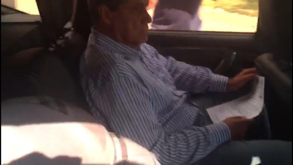 Ex-governador de MS deixa presídio menos de 24 horas após a prisão durante a Operação Papiros de Lama (Foto: Ricardo Mello/TV Morena)