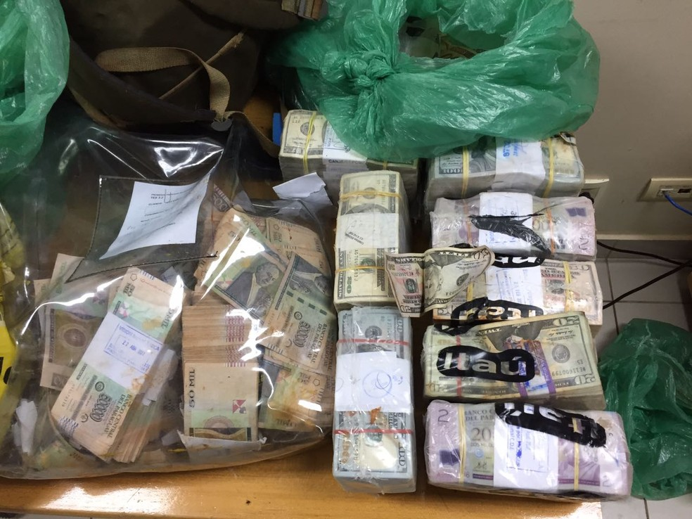 Na época, foram apreendidos explosivos e armas de vários calibres, como fuzis, e recuperados R$ 4,5 milhões em cédulas de real, guarani e dólar — Foto: PF/Divulgação