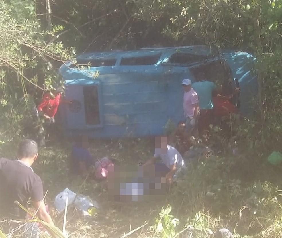 Acidente ocorreu entre Agrestina e São Joaquim do Monte (Foto: Reprodução/WhatsApp)