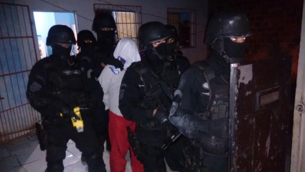 Homems fez crianças reféns nesta segunda-feira (31), em Itaberaba (Foto: SSP/ Divulgação)