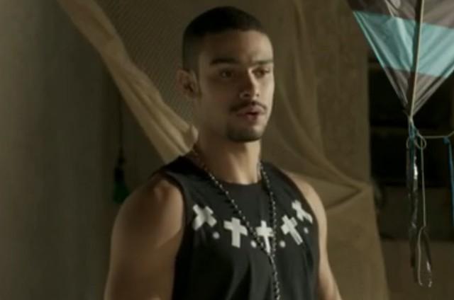 Sérgio Malheiros em cena como Jacaré em 'Totalmente demais' (Foto: TV Globo)