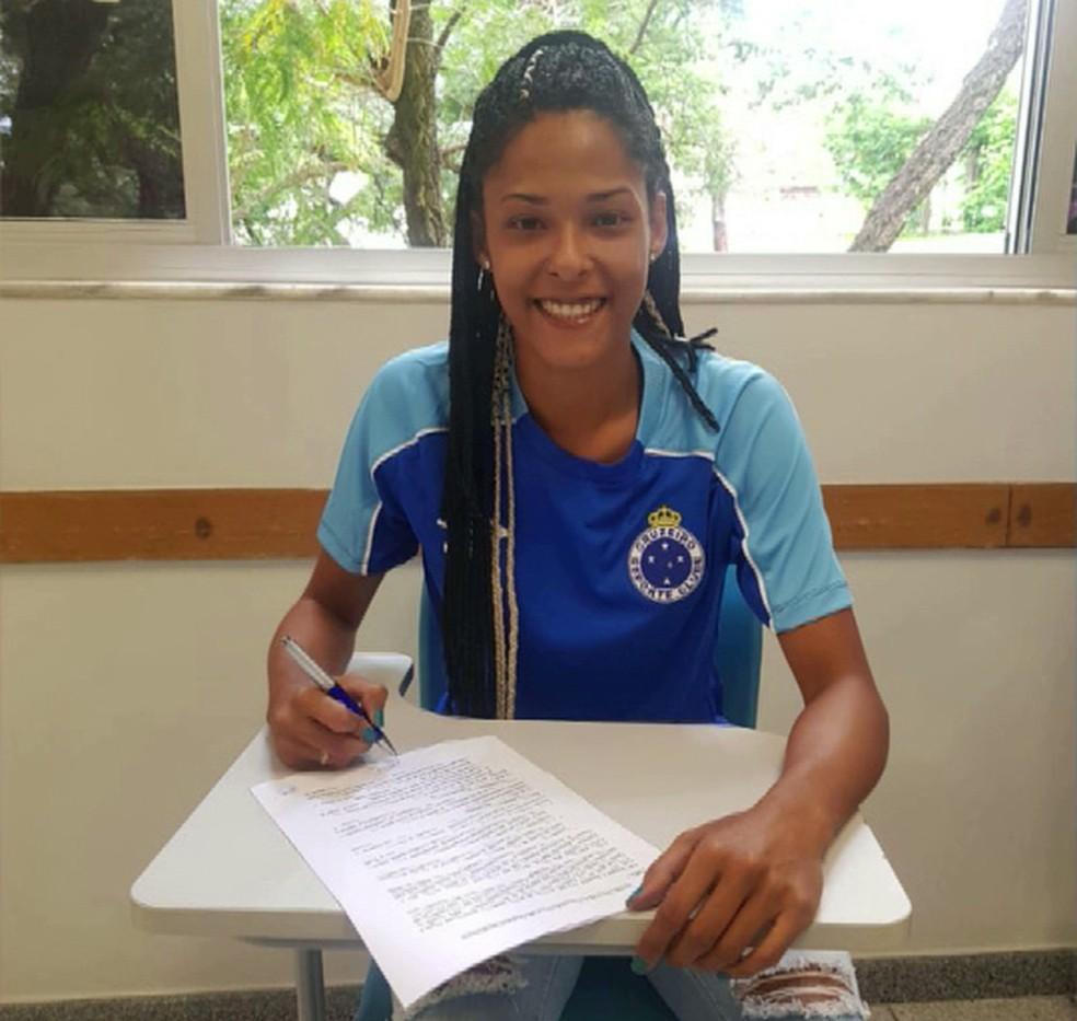 95ad6b6e92a9e ... Raiza assinou contrato com o Cruzeiro na quarta-feira da semana  passada