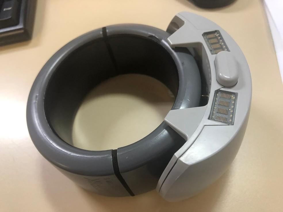 Uma das melhorias é que nova tornozeleira não tem sinal bloqueado por papel alumínio — Foto: Susepe/Divulgação
