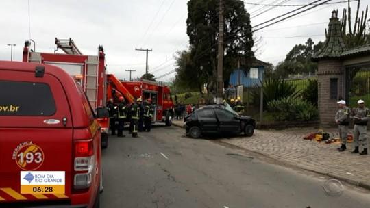 Homem provoca colisão com morte em Porto Alegre e causa outro acidente na fuga