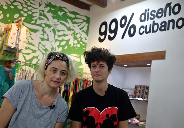 Idania del Río, de 36 anos, e Leire Fernández, de 41, criadoras da Clandestina (Foto: EFE)
