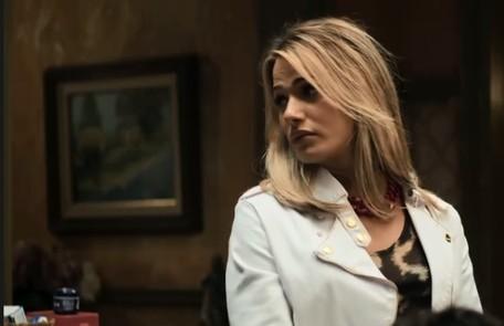 Na quarta (24), Abel (Pedro Carvalho) estranhará o fato de Britney (Glamour Garcia) não usar o banheiro dos funcionários Reprodução
