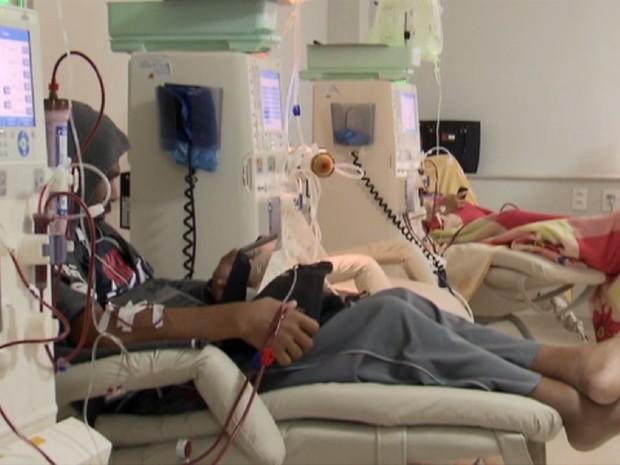 Pacientes com doença renal crônica fazem hemodiálise no Hospital Regional de Sobradinho, no Distrito Federal (Foto: TV Globo/Reprodução)