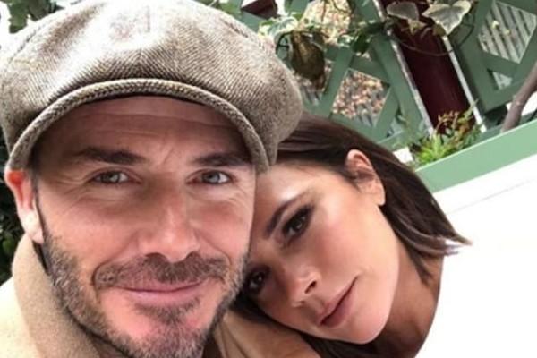 O ex-jogador de futebol David Beckham com a esposa, a cantora e estilista Victoria Beckham (Foto: Instagram)