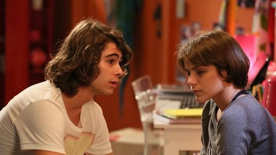 Pedro se desculpa com Karina