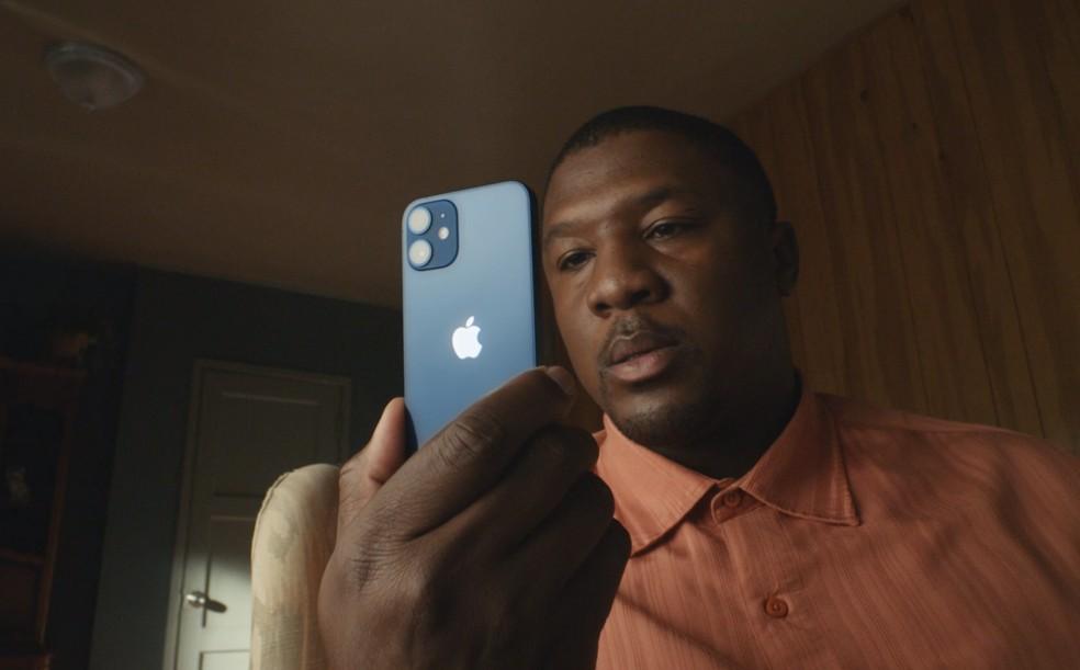 Com tela menor, iPhone 12 Mini foi rebaixado na cadeia de produção da Apple — Foto: Reprodução/Apple