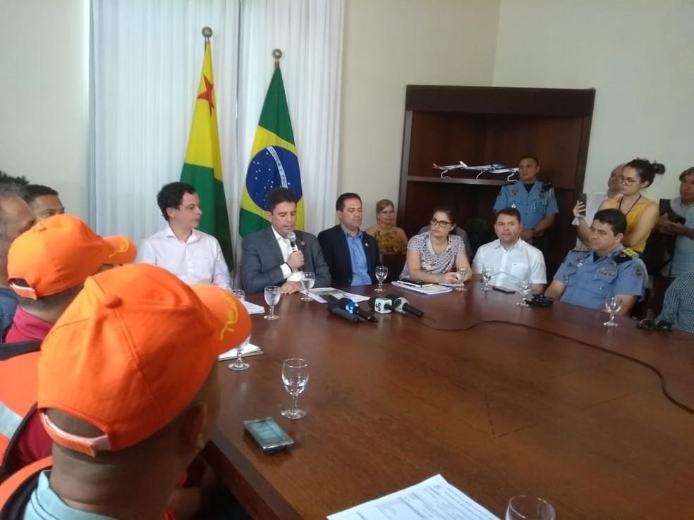Gladson Cameli fez coletiva para falar sobre a situação do estado — Foto: Alcinete Gadelha/G1