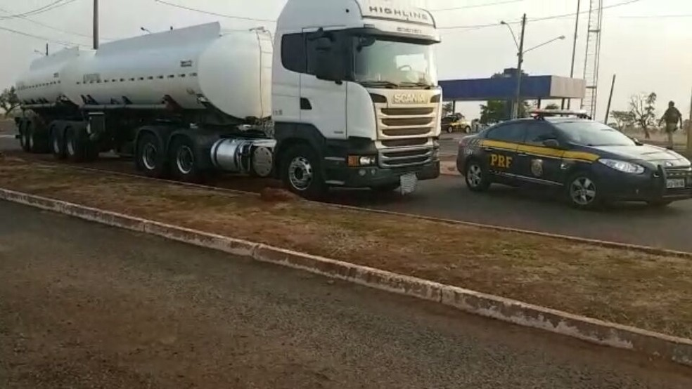 Caminhão apreendido com maconha na BR-163, em Campo Grande (Foto: PRF/Divulgação)