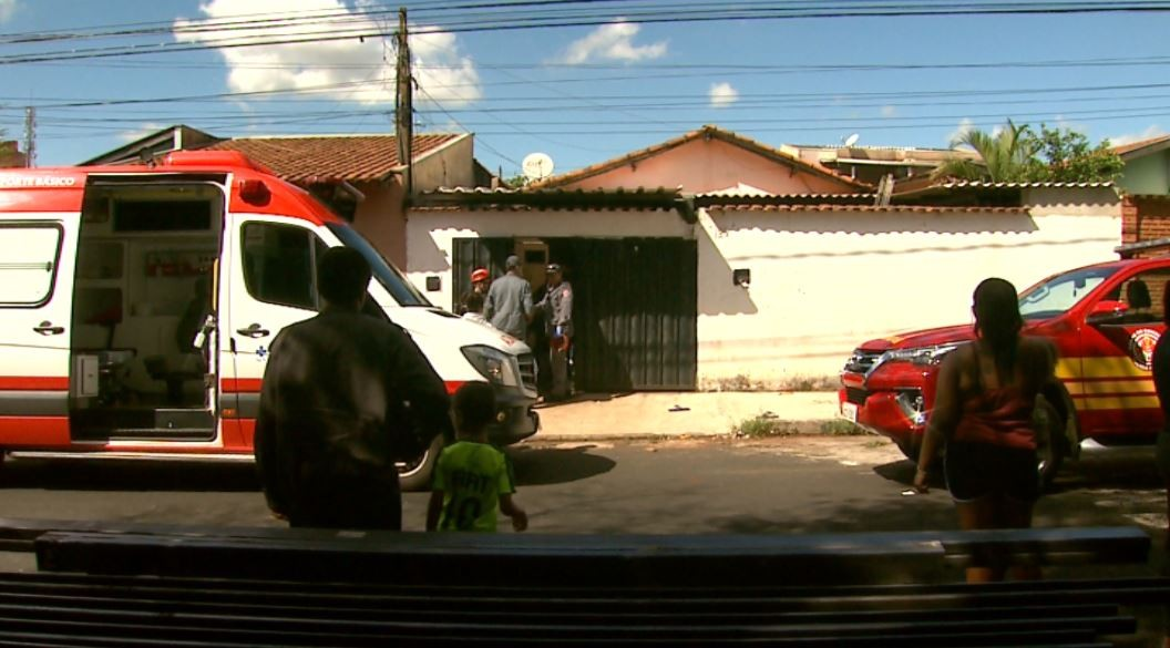 Homem morre ao levar choque elétrico em cima do telhado de casa em Ribeirão Preto, SP