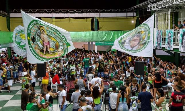 Após ensaio, Mocidade promove roda de samba na quadra