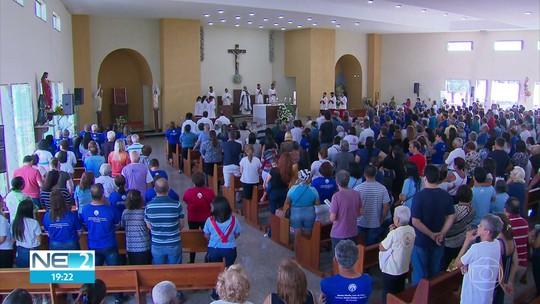 Devotos homenageiam Nossa Senhora de Aparecida na Zona Sul do Recife