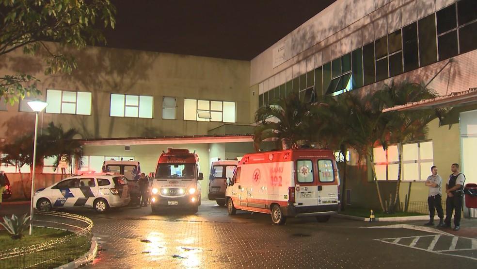 Adolescente baleado foi levado para o Pronto Atendimento de Alto Lage — Foto: Reprodução/TV Gazeta