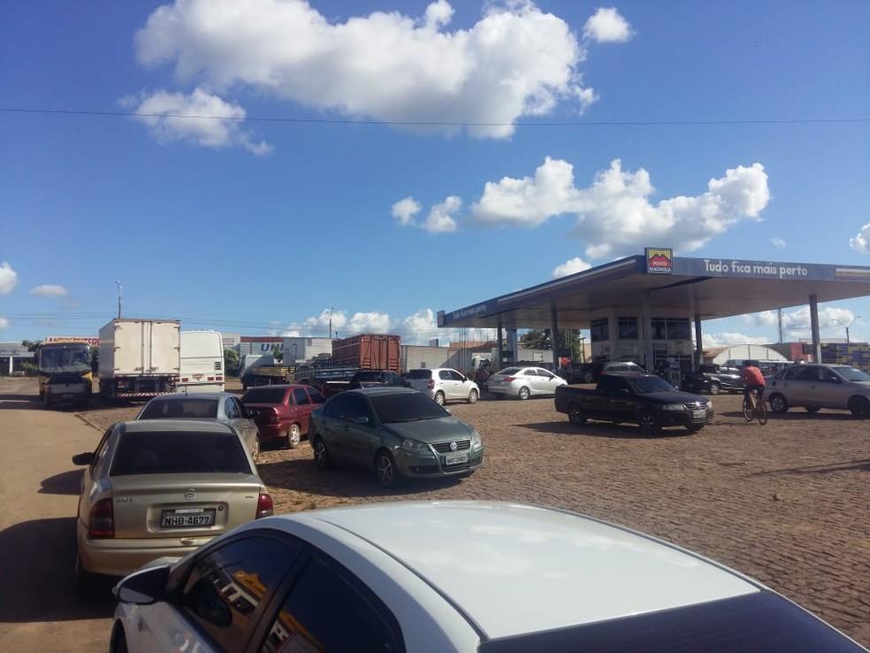 Em Santa Inês, combustível que chegou na cidade já está acabando. (Foto: João Rolim)