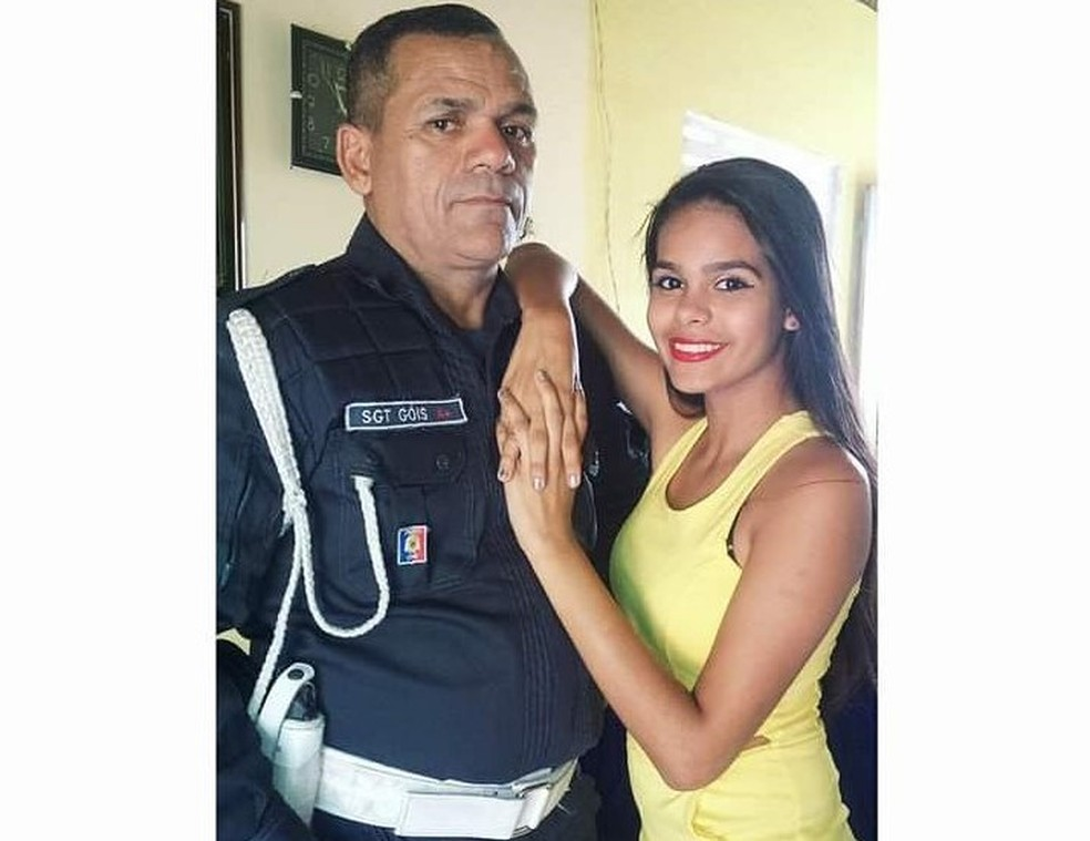 Sargento da PM Severino Góis com a filha Gabriella, de 19 anos, que morreu em um acidente de moto neste sábado (28) em Macaíba — Foto: Arquivo da família