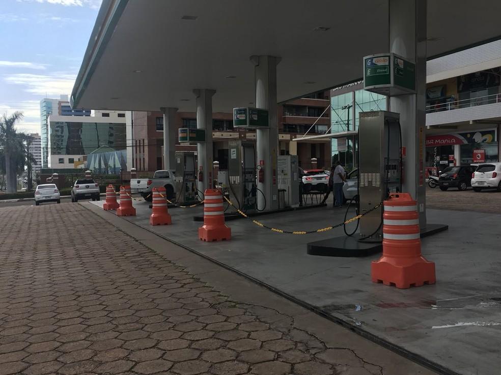 Posto no Calhau fechou por falta de combustível nesta quarta (24). (Foto: Marcos Vinicios/Mirante AM)
