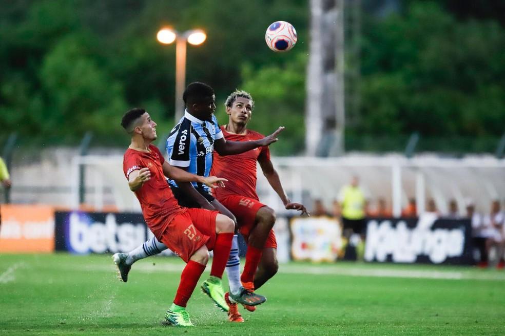 Elias foi o destaque do Grêmio na vitória sobre o União Mogi — Foto: Wilian Oliveira/FotoAtleta