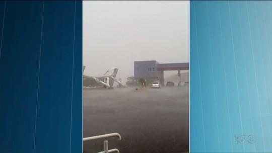 Tempestade destelha prédio em Pato Branco; chuva forte atinge cidades do sudoeste e do oeste do Paraná
