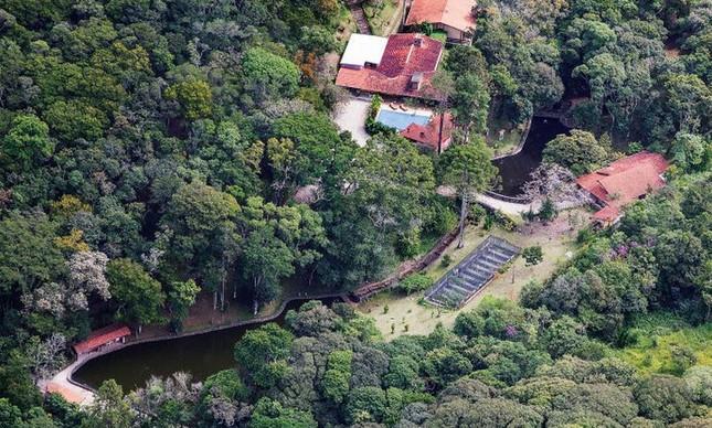 Sítio em Atibaia. A propriedade está registrada em nome de um sócio de Fábio Luís da Silva, filho do ex-presidente  (Foto: Reprodução)