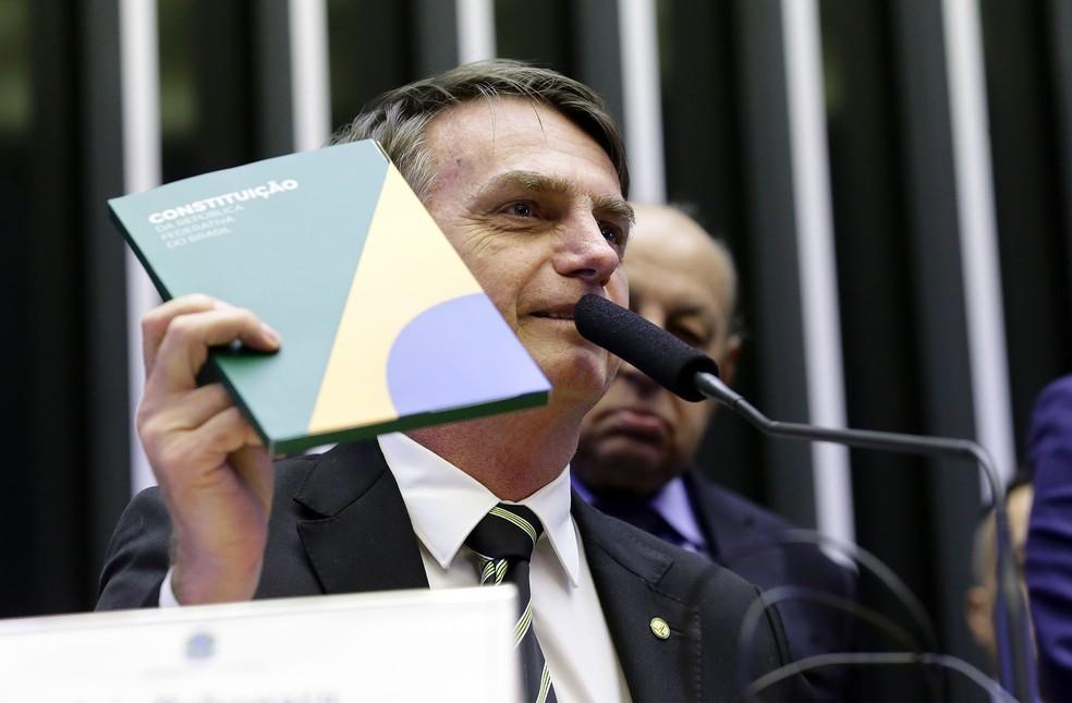 Jair Bolsonaro durante sessão em homenagem aos 30 anos da Constituição no Congresso — Foto: Cleia Viana/Câmara dos Deputados