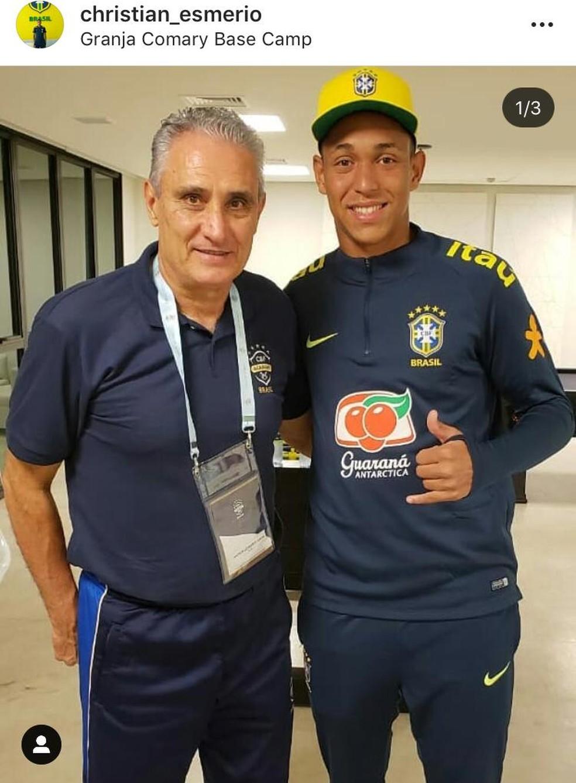 Goleiro postou foto com o técnico Tite no ano passado — Foto: Reprodução