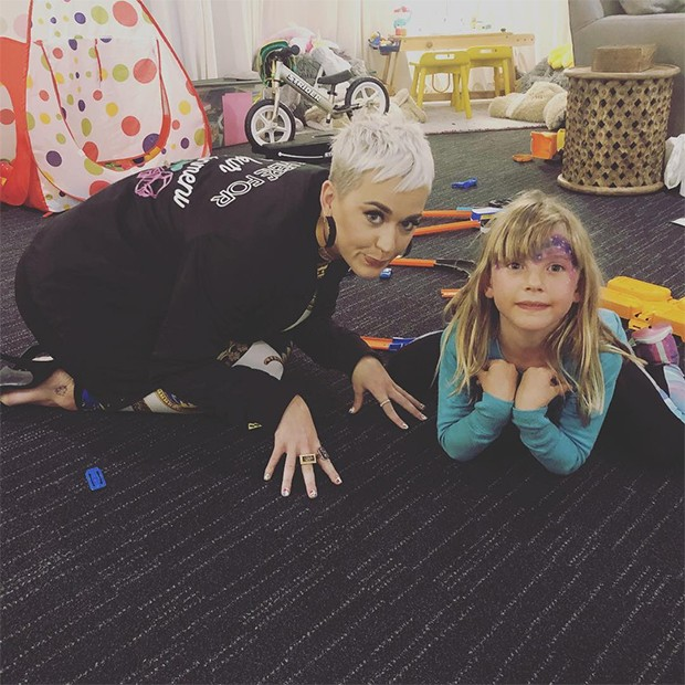 Katy Perry e a pequena Willow (Foto: Instagram / P!nk)
