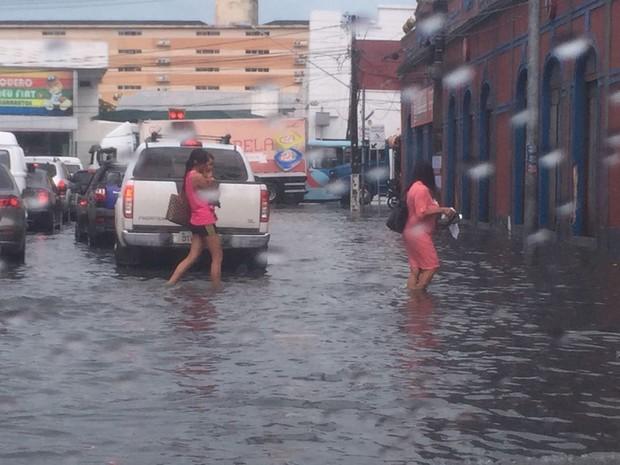 Rua Almirante Jaceguai com Avenida Pessoa Anta é um dos locais congestionados durante chuvas em Fortaleza (Foto: Sabrinne Barreto/Arquivo Pessoal)