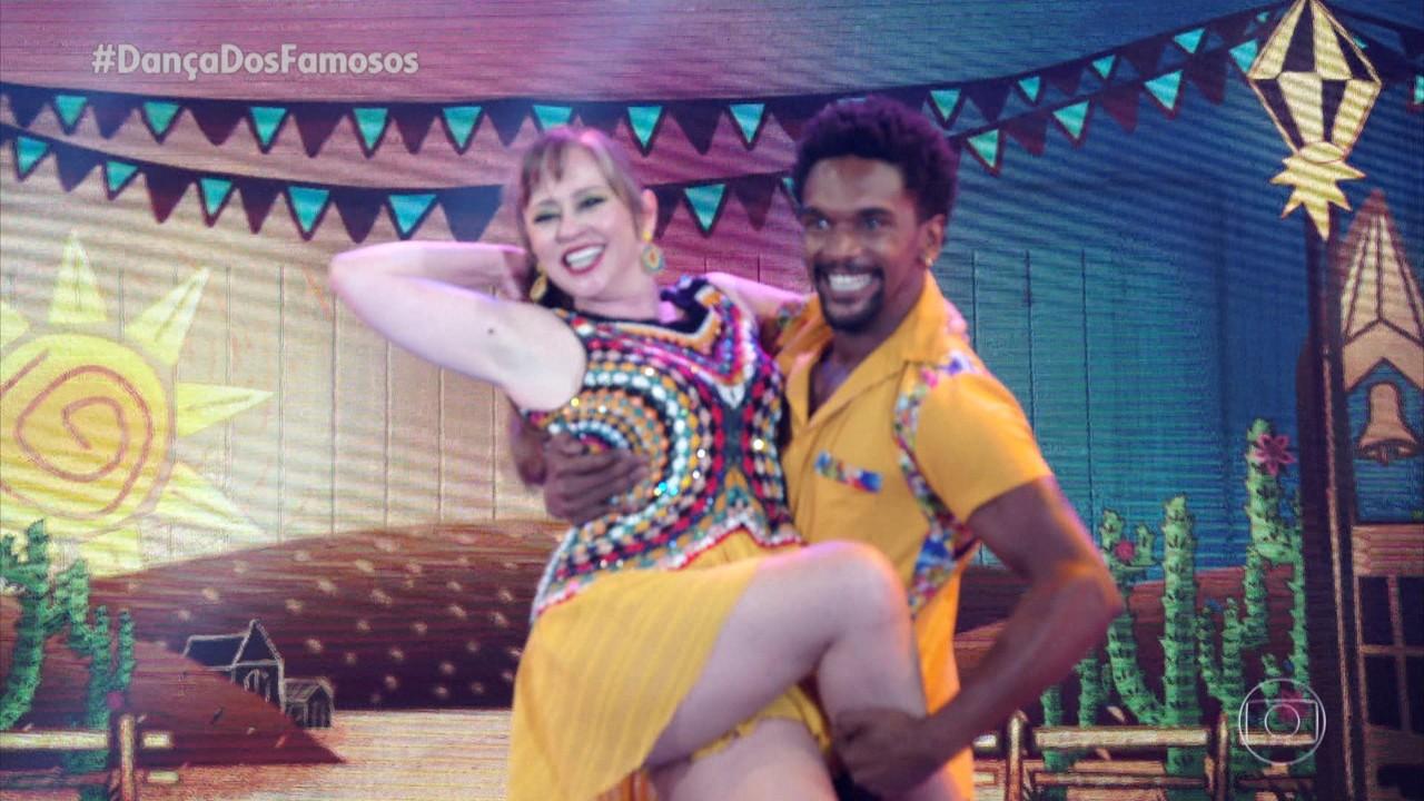 Guta Stresser e Marcus Lobo dançam 'Coração Bobo'
