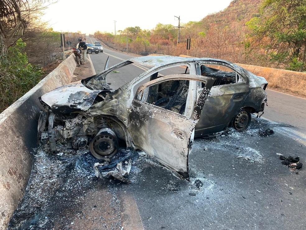 Motociclista morre após carro colidir de frente com moto na BR-010. — Foto: Divulgação/PRF.