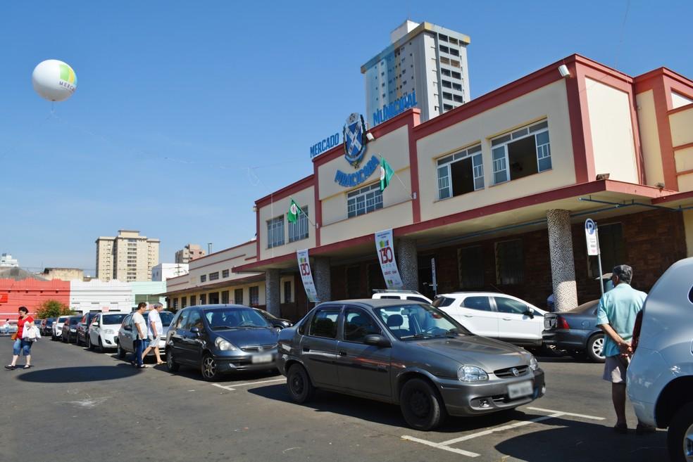 Mercadão Municipal de Piracicaba funcionará das 6h às 12 no feriado do Dia do Trabalhador — Foto: Samantha Silva/G1