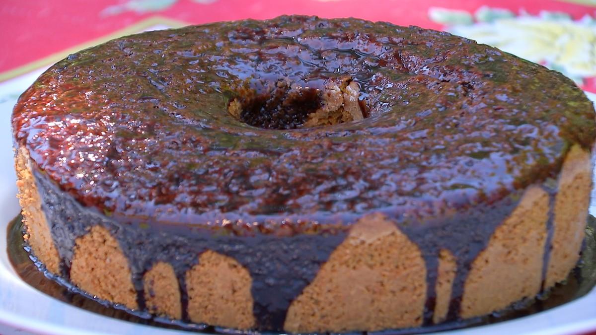 Aprenda a fazer uma receita simples de bolo de beterraba