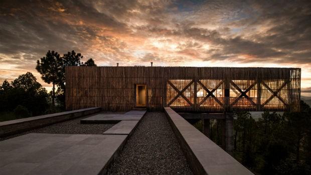 Bambu e vidraças revestem este hotel no Himalaia (Foto: Divulgação)
