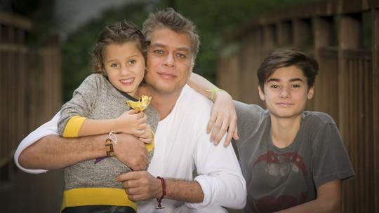 Fábio Assunção celebra Dia dos Pais ao lado dos filhos João e Ella: 'Relendo o mundo com eles'