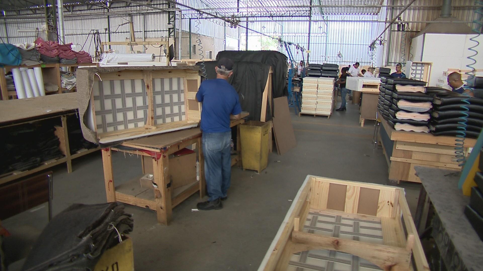 Indústria reduz 104 postos de trabalho, mas AP fecha fevereiro com saldo positivo de empregos - Noticias