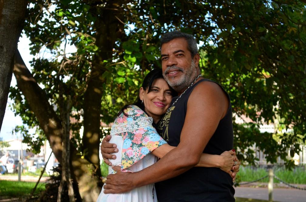 -  Após 30 anos separados, Solange Pelaes e Almir Ferreira recomeçaram namoro no Amapá  Foto: Fabiana Figueiredo/G1