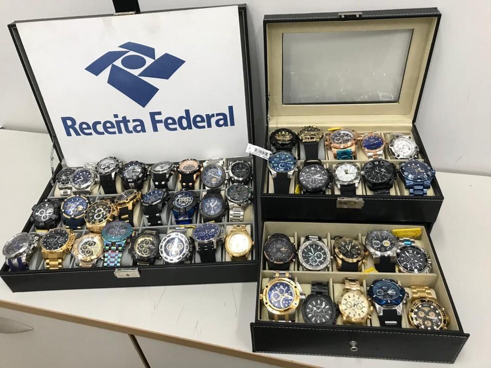Foram apreendidos pela Receita Federal pelo menos 44 relógios novos — Foto: Divulgação/Receita Federal