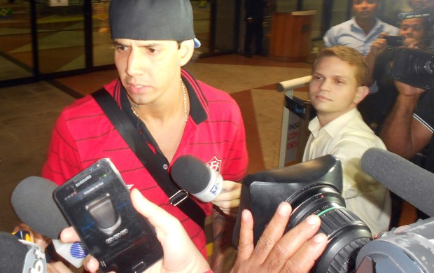 Victor Ramos, zagueiro do Vitória (Foto: Thiago Pereira)