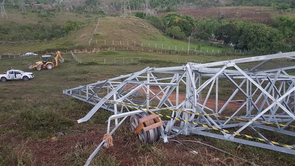 Três pessoas morreram após queda de torre de tensão — Foto: Jony Torres/TV Bahia