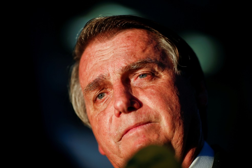 Bolsonaro em foto da última segunda-feira (12), durante entrevista à imprensa  — Foto: REUTERS/Adriano Machado