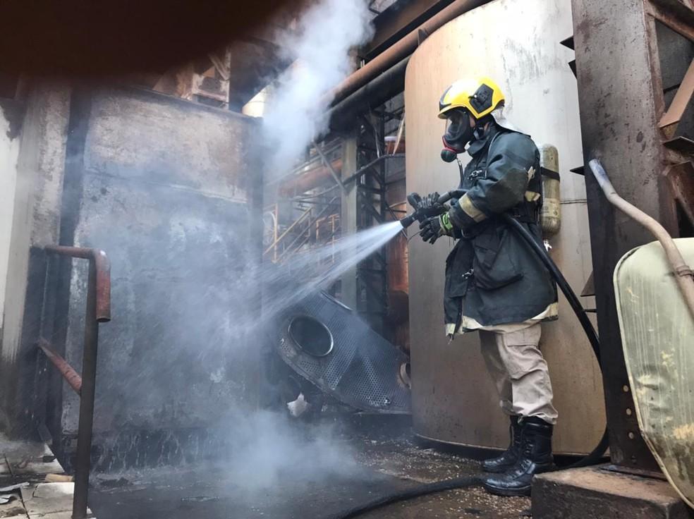 Três funcionários foram atingidos por uma explosão em uma usina de produção de etanol, nesta quinta-feira (24) em Jaciara  — Foto: Corpo de Bombeiros de Mato Grosso