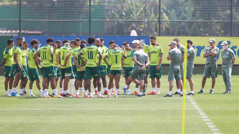 Elenco do Palmeiras no treino desta segunda — Foto: Cesar Greco\Palmeiras